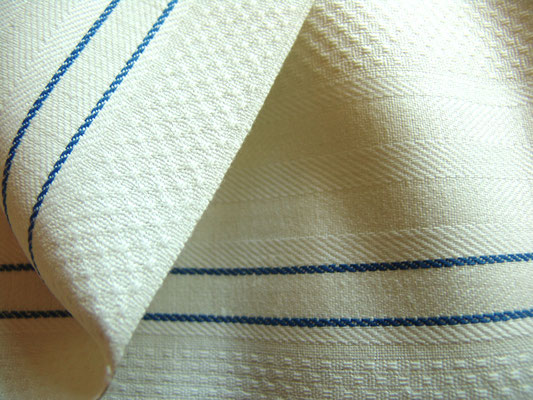Halbleinen Geschirrtuch mit blauen Streifen