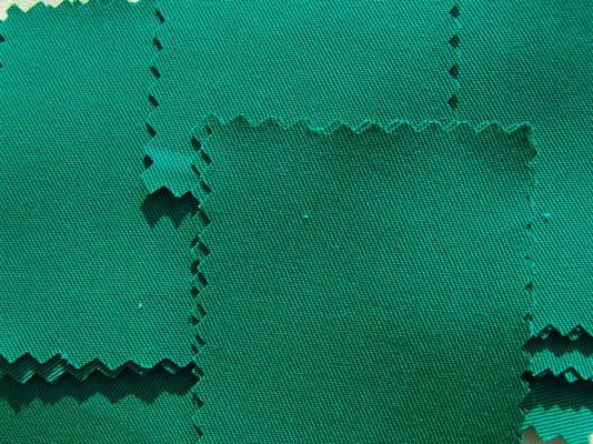 smaragdgrün, feiner Köperstoff, 150 cm breit, 9,50 €/m