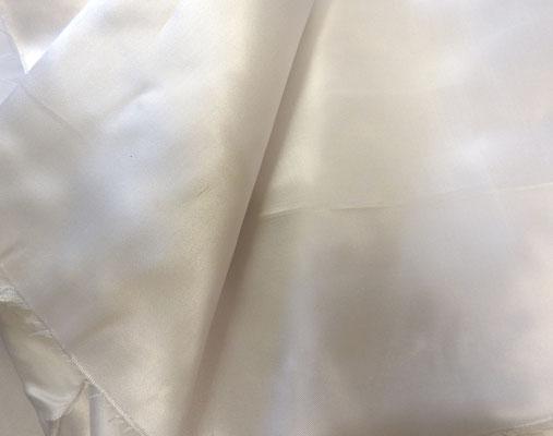 Glänzender Futterstoff (Viskosestoff) in weiß