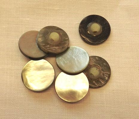 Perlmuttknöpfe mit Steg (Kunststoff) 20 mm Durchmesser