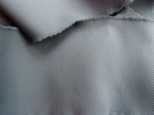 BW-Köper in nebelgrau, 220 cm breit, 16,90 €/m