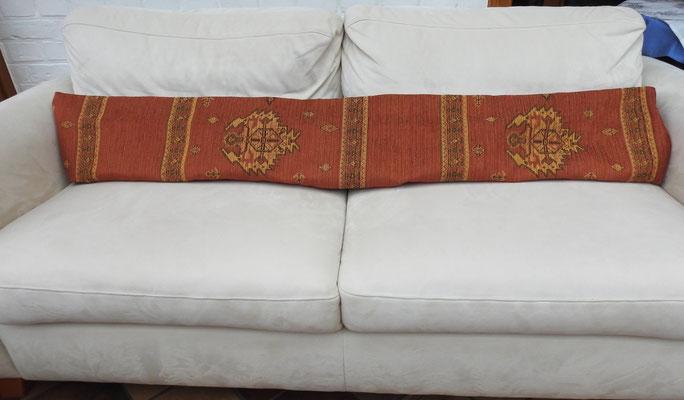 Eye-Catcher auf einem hellen Sofa