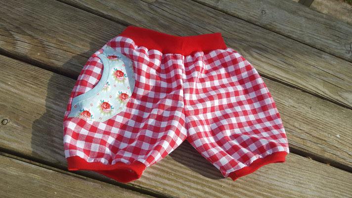 Shorts mit Sternenfaketasche * Baumwolle *  gr 56 - 104        € 25.-