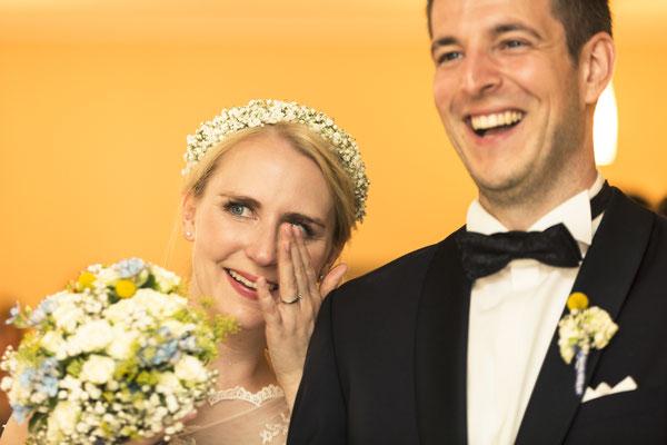 Brautpaar, Porträt, gerührt, Situation, Altes Fährhaus Cranz, Hamburg, minalux, wedding photography, Hochzeitsreportage, Hochzeitsfotografie, Mina Esfandiari