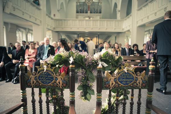 Kirche St. Nikolai Finkenwerder, Hamburg – minalux wedding photography | intuitive Hochzeitsfotografie in Berlin und Hamburg von Mina Esfandiari