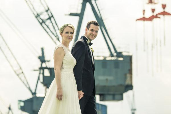 Brautpaar, Neuenfelde, Hamburg – minalux wedding photography | intuitive Hochzeitsfotografie in Berlin und Hamburg von Mina Esfandiari