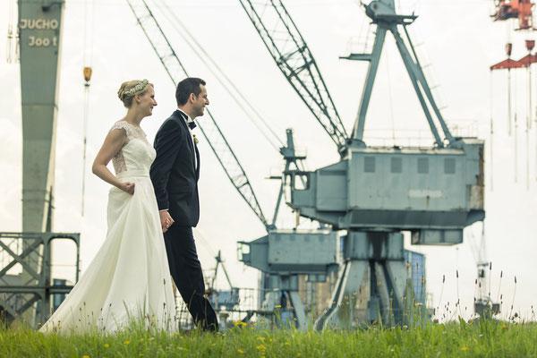 Brautpaar, Maritim, Porträt, Kräne, Sperrwerk Neuenfelde, Hamburg, minalux, wedding photography, Hochzeitsreportage, Hochzeitsfotografie, Mina Esfandiari