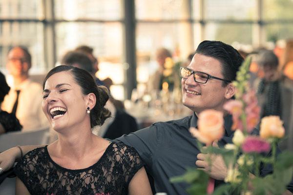 Hochzeitsgesellschaft, Tischrede, Empfang, Location: Elbdeck, Speicherstadt, Hafencity, Hamburg, minalux, wedding photography, Hochzeitsreportage, Hochzeitsfotografie, Mina Esfandiari