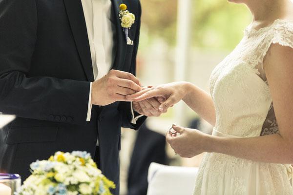 Brautpaar, freie Trauung, Zeremonie, Ringtausch, Altes Fährhaus Cranz, Hamburg, minalux, wedding photography, Hochzeitsreportage, Hochzeitsfotografie, Mina Esfandiari