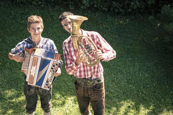 Musiker, traditionelle Musik, Horn, Akkordeon, rustikal, Kitzbühel, Österreich, minalux, wedding photography, Hochzeitsreportage, Hochzeitsfotografie, Mina Esfandiari