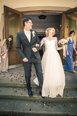 Brautpaar, Auszug, Kirche: Christengemeinschaft Hamburg Mitte, minalux, wedding photography, Hochzeitsreportage, Hochzeitsfotografie, Mina Esfandiari