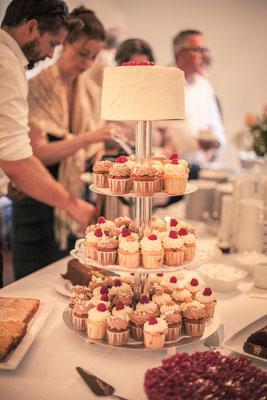 Buffet, Cupcakes, Kuchen, Dessert, Etagere, Location: Deutsche Alfred-Schnittke-Gesellschaft, Musikseminar Hamburg, minalux, wedding photography, Hochzeitsreportage, Hochzeitsfotografie, Mina Esfandiari