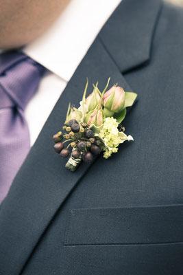 Bräutigam, Anstecker, Blumengesteck, Hagenbecks Tierpark, Hamburg Stellingen, minalux, wedding photography, Hochzeitsreportage, Hochzeitsfotografie, Mina Esfandiari