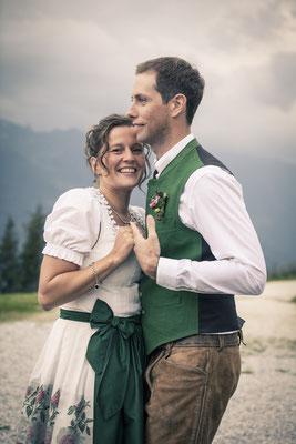 Brautpaar, Tanz, tanzend, Tracht, Toni-Alm, Kitzbühel, Österreich, minalux, wedding photography, Hochzeitsreportage, Hochzeitsfotografie, Mina Esfandiari