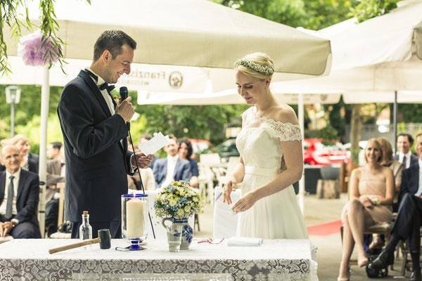 Brautpaar, freie Trauung, Zeremonie, Altes Fährhaus Cranz, Hamburg, minalux, wedding photography, Hochzeitsreportage, Hochzeitsfotografie, Mina Esfandiari