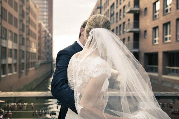 Brautpaar, Speicherstadt, Hafencity, Hamburg, minalux, wedding photography, Hochzeitsreportage, Hochzeitsfotografie, Mina Esfandiari