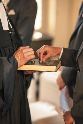 Ringtausch, Pastor, Bräutigam, Zeremonie, Trauung, Kirche Hittfeld Seevetal, minalux, wedding photography, Hochzeitsreportage, Hochzeitsfotografie, Mina Esfandiari