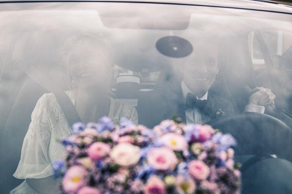 Brautstrauß, Brautpaar, Brautauto, Hochzeit, Kirche, Ev. Luth. Kirchenkreis Hittfeld, Seevetal, minalux, wedding photography, Hochzeitsreportage, Mina Esfandiari