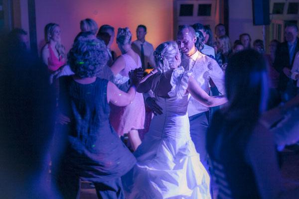 erster Tanz, Eröffnungstanz, Brautpaar, Party, nachts, feiern, Hamburg Gut Moor, minalux, wedding photography, Hochzeitsreportage, Hochzeitsfotografie, Mina Esfandiari