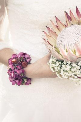 Braut, Brautstrauß, Blumenkranz, Blumen-Armband, St. Nicolai Kirche Hamburg Finkenwerder, minalux, wedding photography, Hochzeitsreportage, Hochzeitsfotografie, Mina Esfandiari