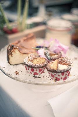 Dessert, Essen, Buffet, pastell, Hamburg Gut Moor, minalux, wedding photography, Hochzeitsreportage, Hochzeitsfotografie, Mina Esfandiari