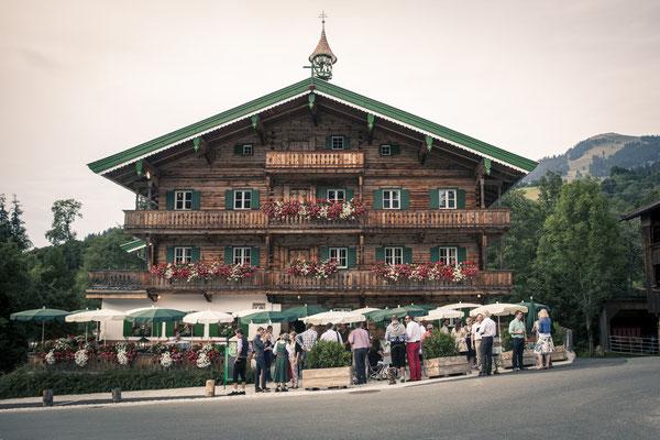 Wirtschaft, Wirtshaus, rustikal, Kitzbühel, Österreich, minalux, wedding photography, Hochzeitsreportage, Hochzeitsfotografie, Mina Esfandiari