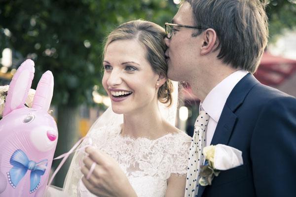 Brautpaar, Luftballon, rosa Hase, Speicherstadt Hamburg, minalux, wedding photography, Hochzeitsreportage, Hochzeitsfotografie, Mina Esfandiari