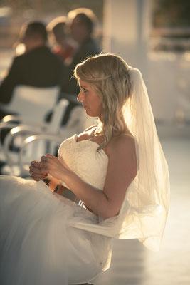 Braut, Abendstimmung, Abendlicht, lichtdurchflutet, Location: Fleet 3, Hamburg Finkenwerder, minalux, wedding photography, Hochzeitsreportage, Hochzeitsfotografie, Mina Esfandiari