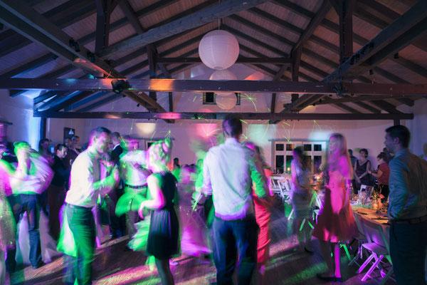 Tanz, Party, nachts, feiern, blur, Hamburg Gut Moor, minalux, wedding photography, Hochzeitsreportage, Hochzeitsfotografie, Mina Esfandiari