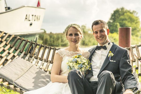 Brautpaar, Maritim, Porträt, Hängematte, Schiff, Boot, Altes Fährhaus Cranz, Hamburg, minalux, wedding photography, Hochzeitsreportage, Hochzeitsfotografie, Mina Esfandiari