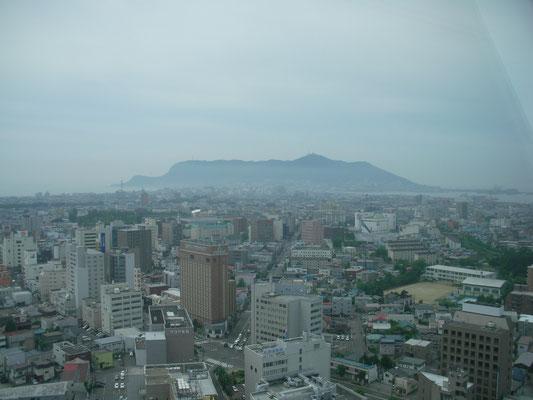 函館市。五稜郭タワーから函館山