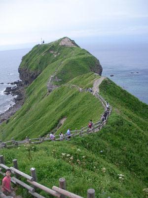 積丹町。神威岬 駐車場から徒歩30分ほどで岬です