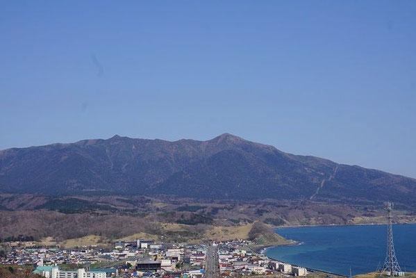 様似町。観音山からアポイ岳方面