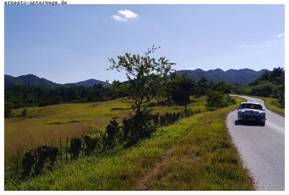 Nur hier Santa Clara und Trinidad gibt es Hügel und Berge (und ganz im Westen bei Viñales eine Bergkette).