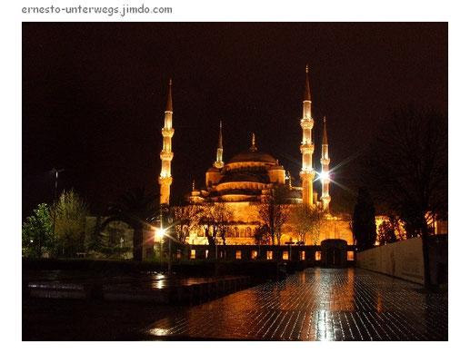 Die Blaue Moschee bei Nacht