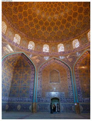 Natürlich gibt es im Iran auch Kuppelmoscheen (Lotfullah-Moschee Isfahan).