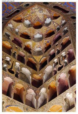 ...da die Höhlungen an die Form des Gefäßes angepasst wurden, sieht fast jede Nische anders aus.