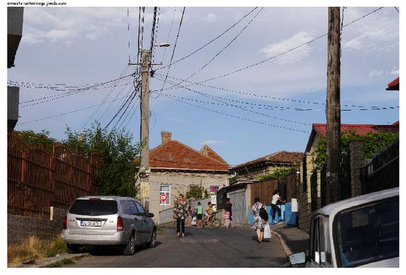 Tulcea ist eine Stadt mit ca. 100 000 Einwohnern, aber außerhalb des Zentrums sieht sie sofort ländlich aus.