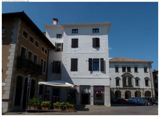 Repräsentative Bausubstanz auch in kleinen  Örtchen wie San Daniele (I)