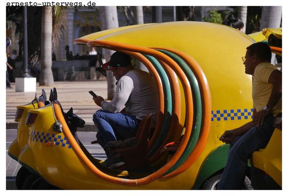 Diese besondere Form von Taxis gibt es nur in Havanna. Man nennt sie Cocotaxi und sie werden fast ausschließlich von Touristen genutzt.