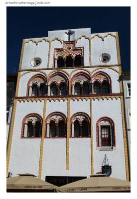 Dreikönigenhaus, frühgotisches Umbau eines romanischen Wohnturms.