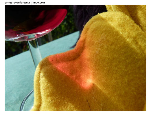 ... dann ein großes Glas Rotwein.