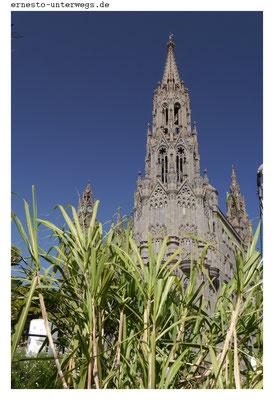 Im Ort hat man vor der Kirche sogar extra zum Beweis auch etwas Zuckerrohr angepflanzt....