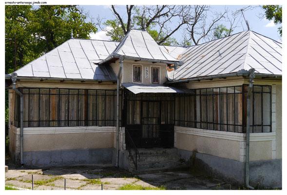 Aber schaut einmal, wann dieses Haus gebaut wurde.