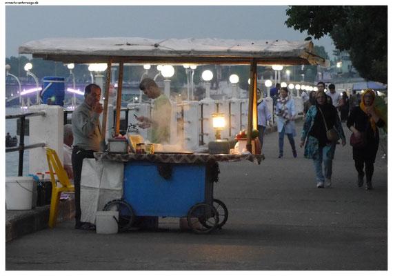 Garküchen gibt es auch im Iran, wenn auch nicht solche Massen wie im ferneren Asien.