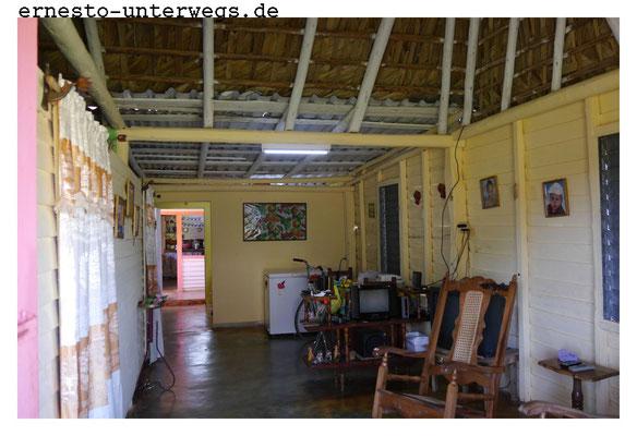 Blick in die Wohnstube, links die Schlafzimmer