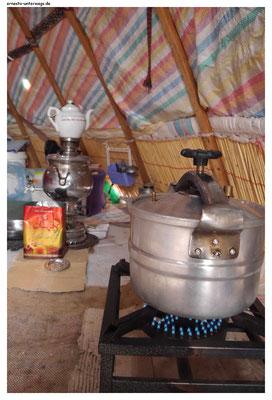 Das ist die Kocheecke in einem Nomadenzelt.
