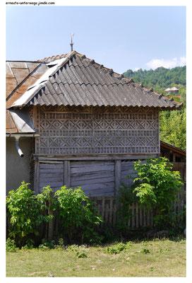 Das Holzgeflecht schein ein typisches Merkmal für Häuser der Gegend zwischen Bukarest und den Karpaten zu sein.