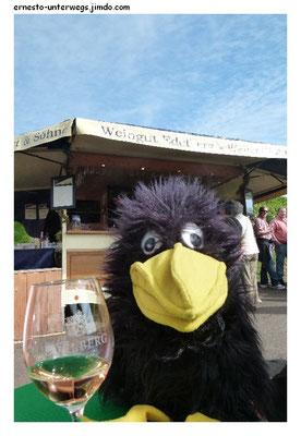 Erst ein großes Glas Weißwein, ...