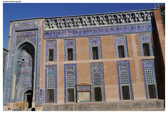 Das hier war mein erstes Heiligtum im Iran und vor lauter Aufregung wusste ich gar nicht, was ich zuerst machen sollte: Gucken, fotografieren, staunen…